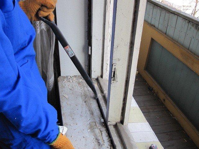 demontazh starogo okna