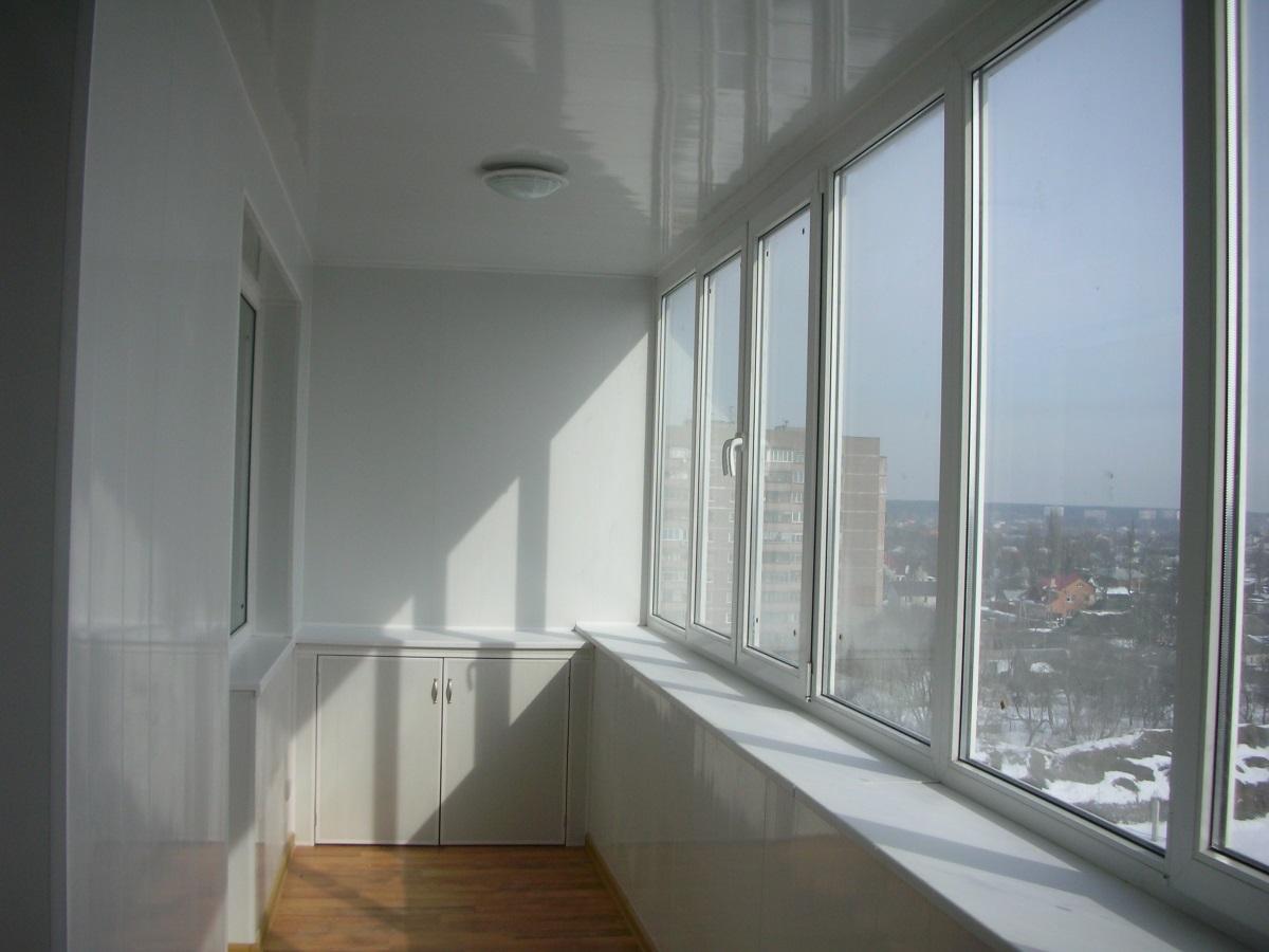 teploe osteklenie balkonov